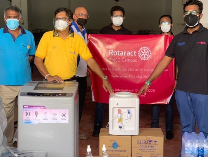 CINEC Rotaractors Support Health Sector to Manage Covid